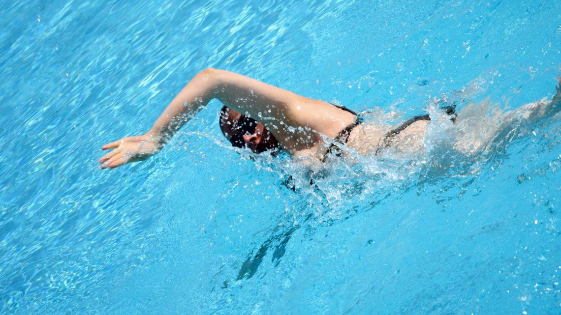 Pływanie – jak wybrać odpowiedni kostium?