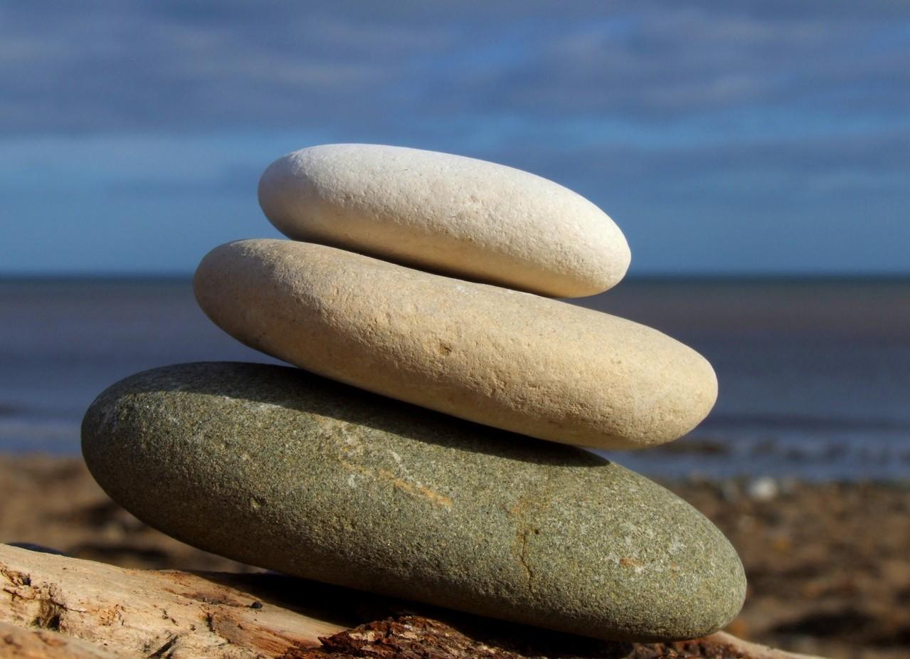 Masaż gorącymi kamieniami – wskazania i korzyści