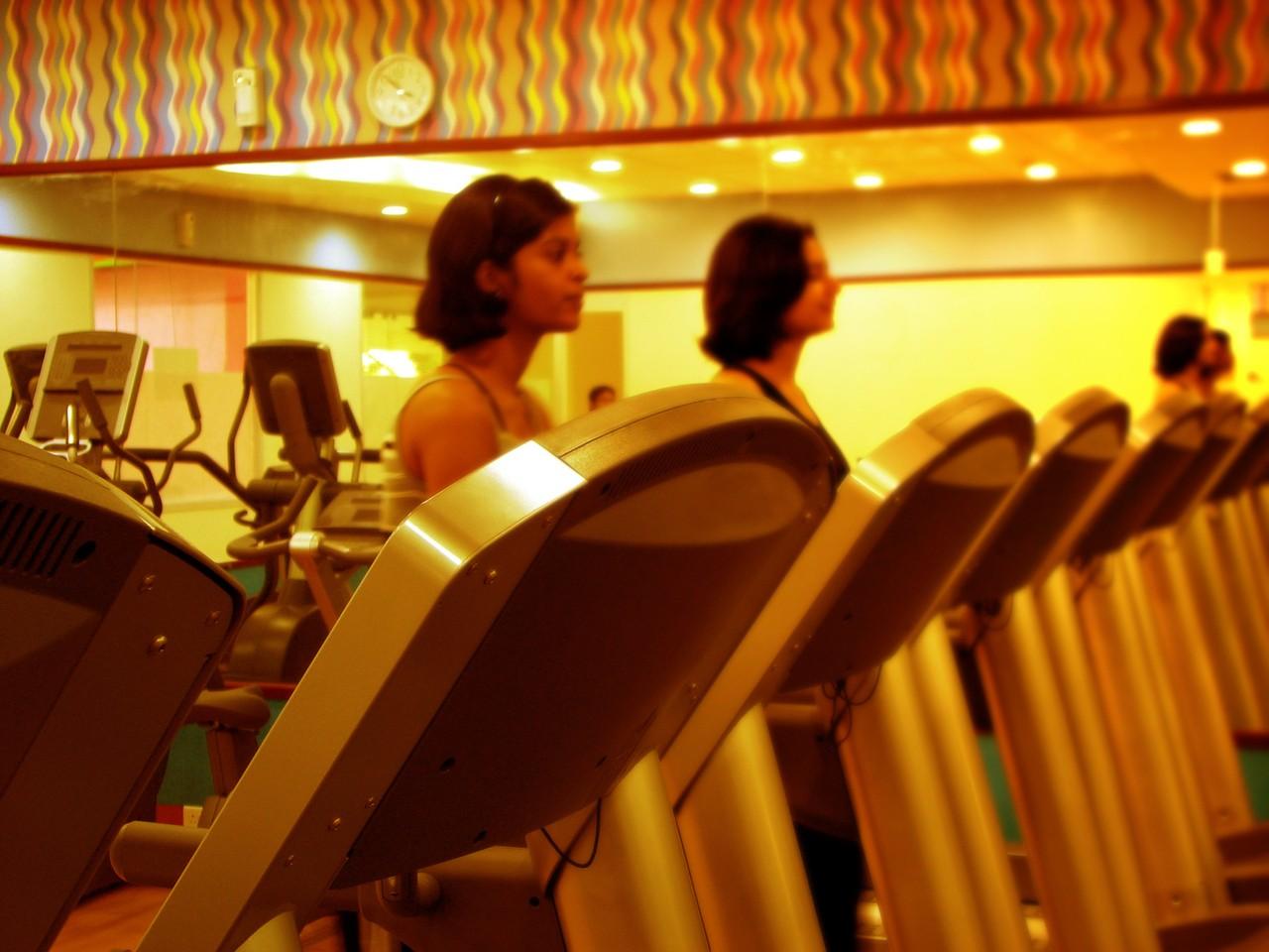 Jakie akcesoria sportowe na siłownię? O czym pamiętać?